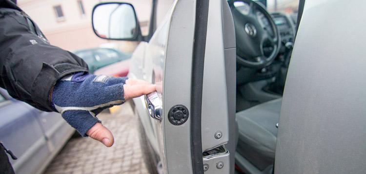 аварийное вскрытие авто в Киеве